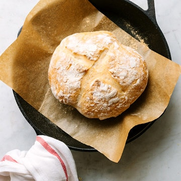 no knead artisan bread fresh from the oven in a cast iron skillet