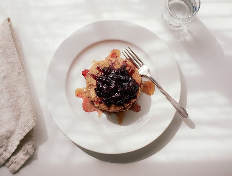 spelt-oat-pancakes-blueberry-compote