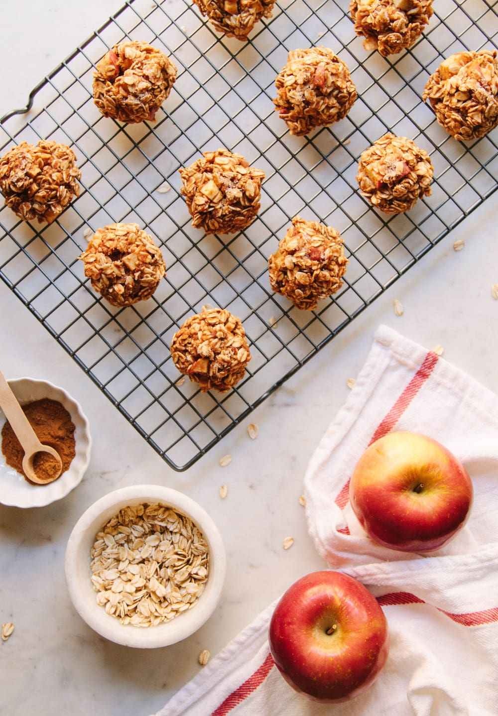 Chunky Apple Cinnamon Oatmeal Breakfast Cookies The